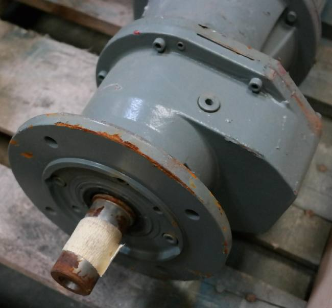 1,5 kw 2800 o/min. Gear Ø 38 mm 1:36 78 o/min. Flange Ø 200 recess Ø 130 mm.